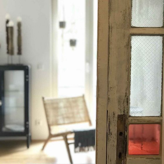 Detail einer alten bleiverglasten Tür.