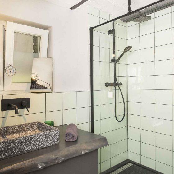Seperate Dusche des Seminarraums.